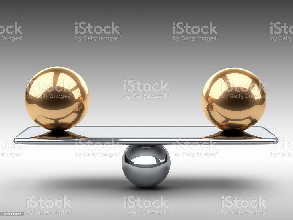 Equilíbrio entre duas grandes gold domínios. - foto de acervo
