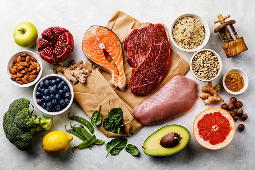 均衡飲食有機健康食品清潔飲食選擇包括某些蛋白質預防癌症 照片檔及更多 三文魚 - 海產 照片