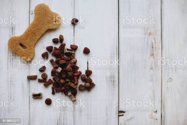 Balanced meal for a pet picture id915652072?b=1&k=6&m=915652072&s=612x612&h=a7fdezhcjh qrw7vowndko8r6akfdiukli51eohqpn4=