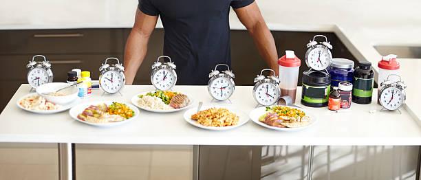 cuisiner des repas équilibrés et structurée est un must - chrono sport photos et images de collection