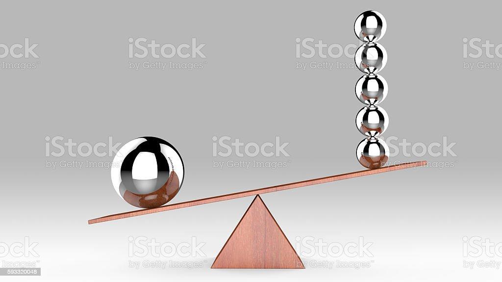 Equilibrar las pelotas en tablero de madera - foto de stock