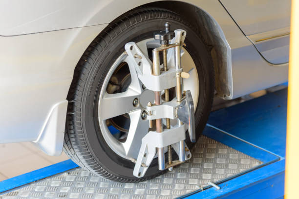Balancing center wheel of car Balancing center wheel of car / Suspension Alignment wheel stock pictures, royalty-free photos & images