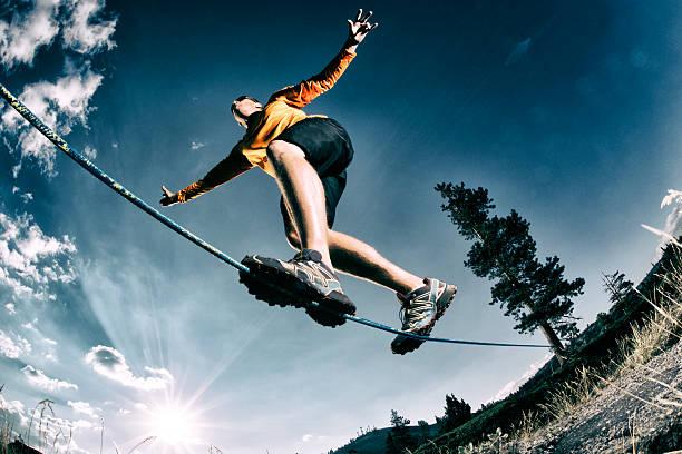 balancing - slackline stock-fotos und bilder
