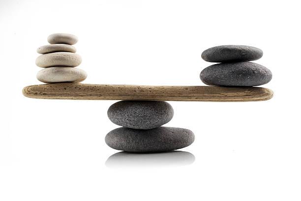 balancing Steine auf Weiß – Foto