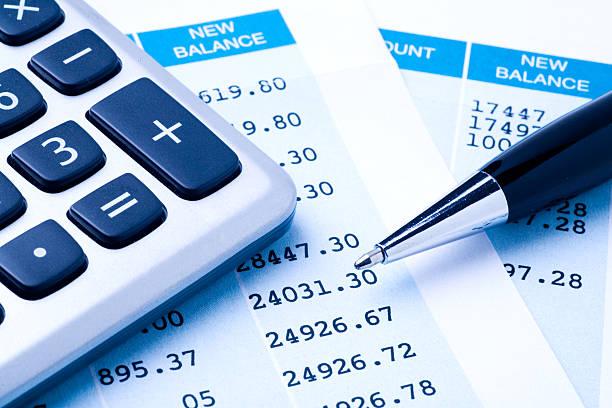 balancing der konten - bankkonto stock-fotos und bilder