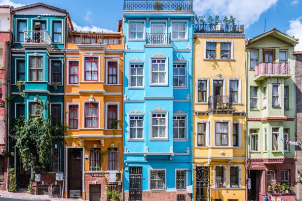 балат красочные дома - стамбул стоковые фото и изображения