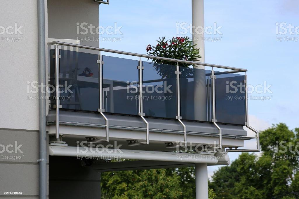 Balkongeländer mit Glas und Edelstahl – Foto
