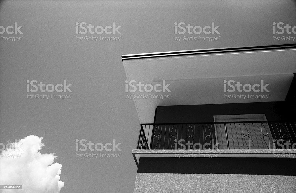Balcon sur le toit et Cloud photo libre de droits