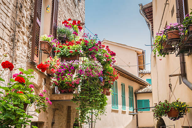 Fiori Balcone.Balcone Con Fiori Stock Photo Download Image Now Istock