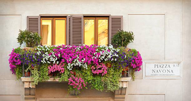 Balkon mit Blumen-Piazza Navona Rom, Italien – Foto