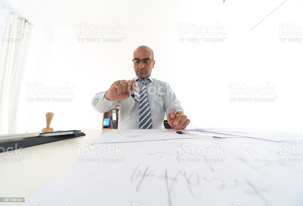 Bald bureaucrat in office stamping paperworks – Foto