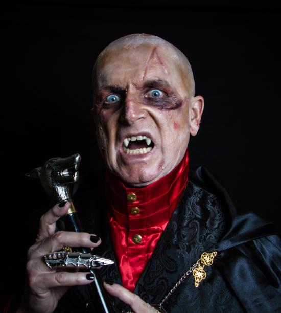glatze vampir - graf dracula stock-fotos und bilder