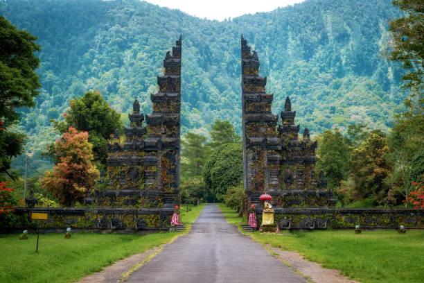 Bali, Indonesien, Traditionelle balinesische Architektur, Blick auf die Landmark Temple Gates im Norden von Bali – Foto
