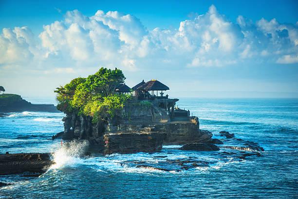bali eau temple tanah lot - indonésie photos et images de collection