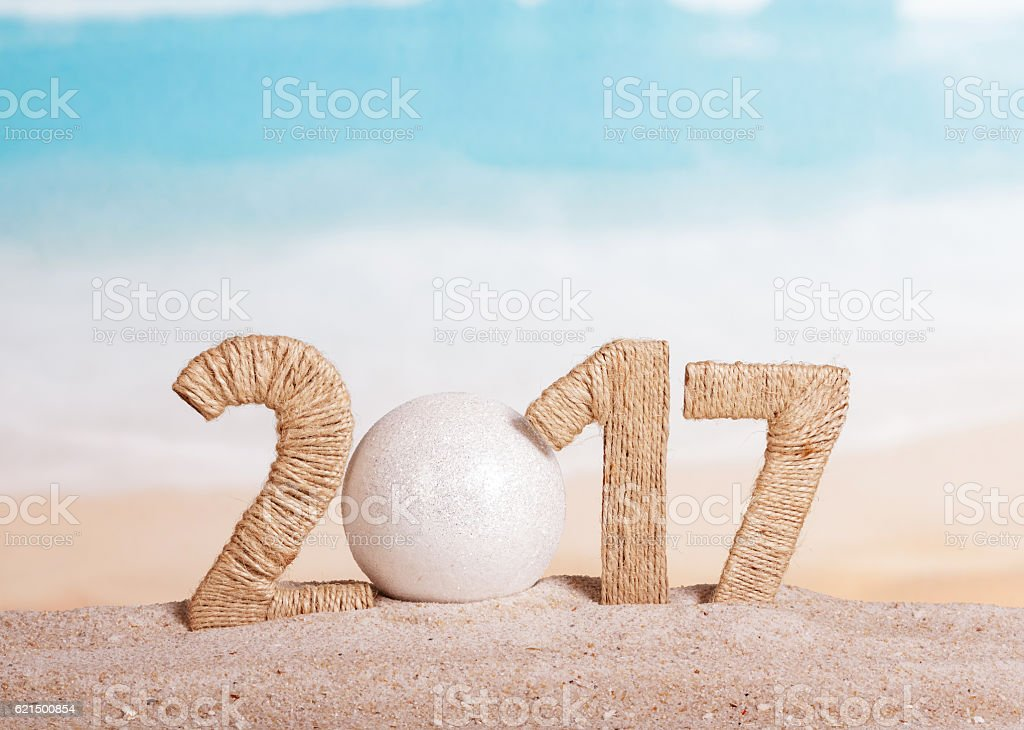 Ball instead number 0 in 2017 on sea background. photo libre de droits