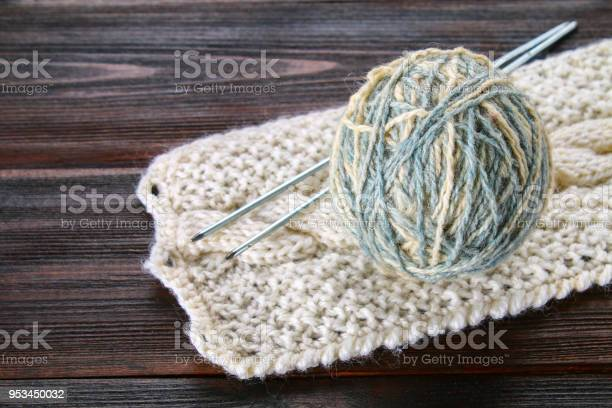 Ball of wool with knitting needles and knitted socks on a wooden picture id953450032?b=1&k=6&m=953450032&s=612x612&h= g3vfvzbbbfubl5o68cxjbkvikkg4 fui ee6skbpae=