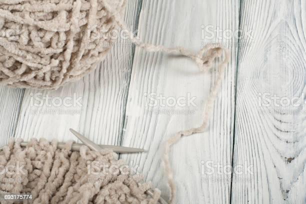 Ball of wool with spokes for handmade knitting on wooden table wool picture id693175774?b=1&k=6&m=693175774&s=612x612&h=wlrjingwjtmmjofupsdd7ygxyihq bpscrt6wk95vb4=
