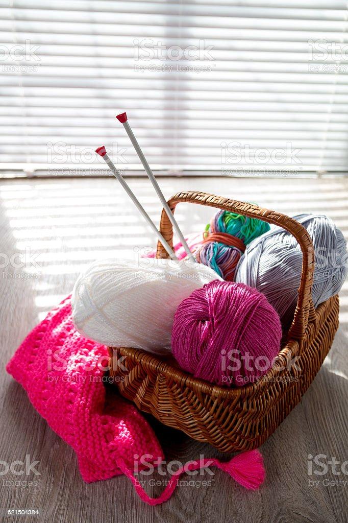 Ball of yarn and knitting needles Handmade. Lizenzfreies stock-foto