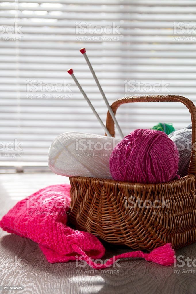 Ball of yarn and knitting needles Handmade. foto stock royalty-free