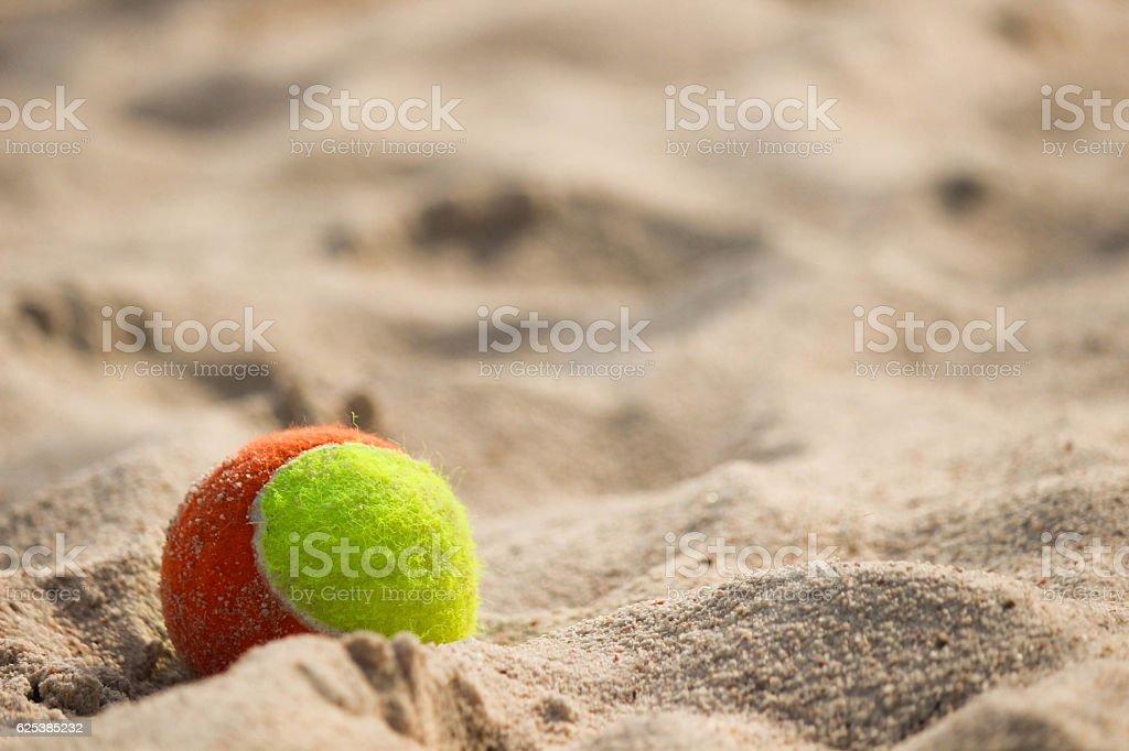 Ball on sea beach - foto stock
