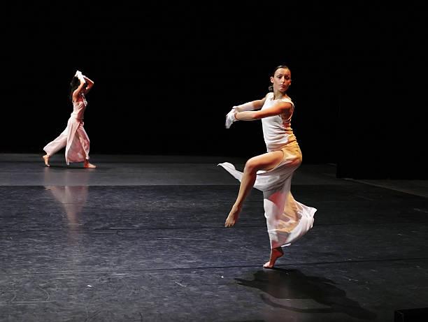 pirouette - stage musical stock-fotos und bilder