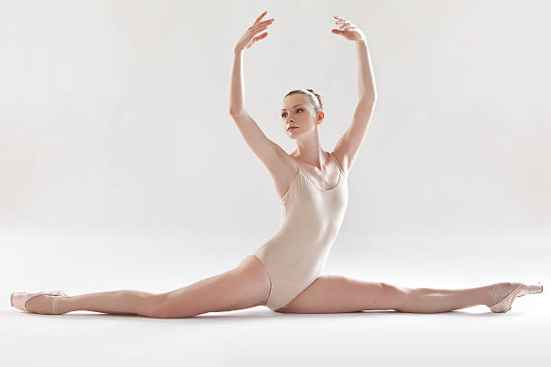 ballerina performing splits - leotard stock pictures, royalty-free photos & images