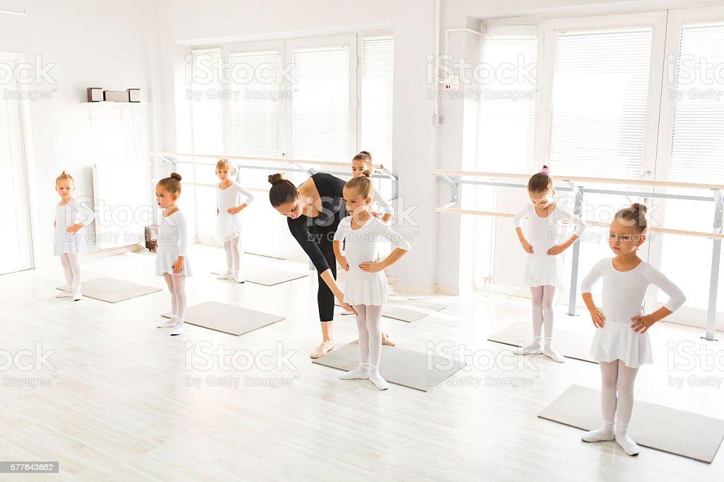 Foto De Ballet Class In A Dance Studio E Mais Fotos De Stock De 20 Anos Istock