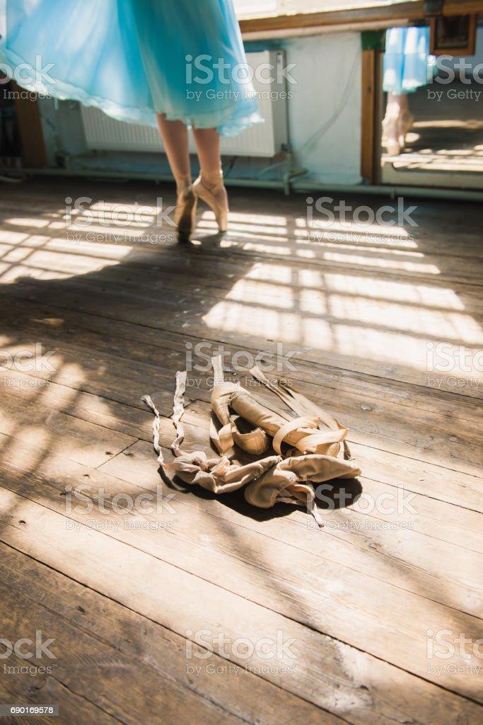 Ballet Zapatillas Stock Y De Bailarín Clásico Foto Atar 3AjL5Sc4Rq
