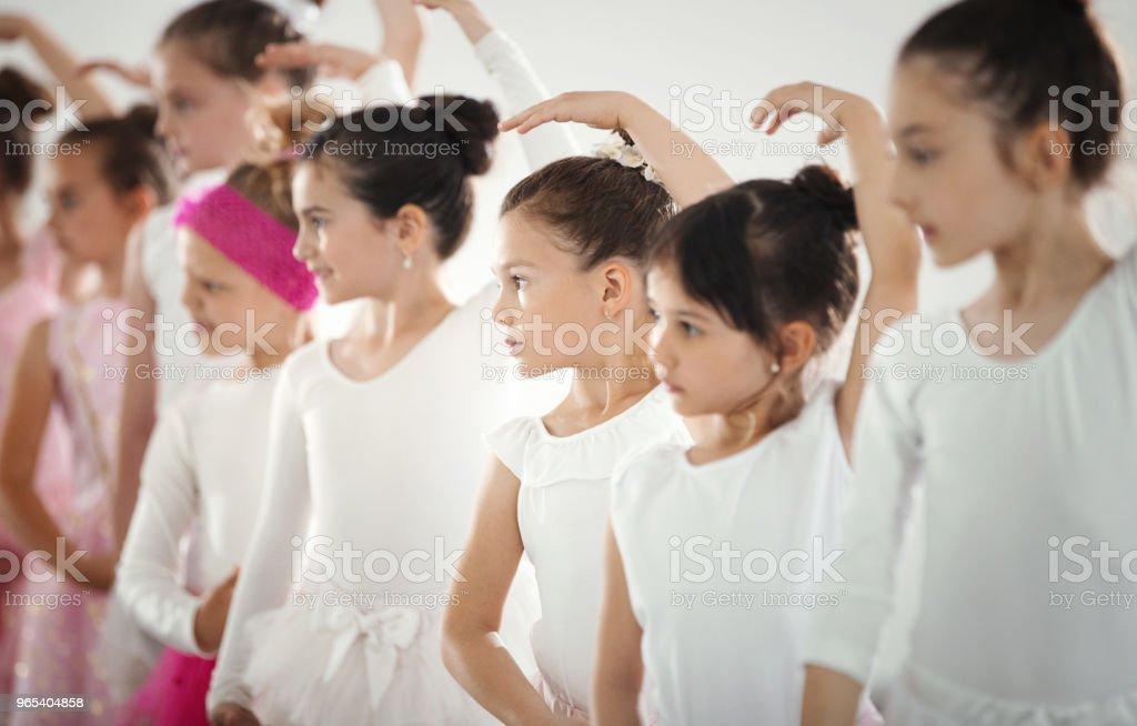 Prática de balé. - Foto de stock de 6-7 Anos royalty-free