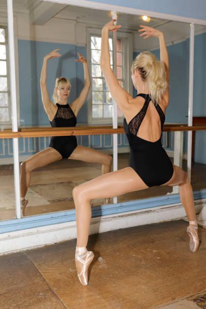 ballet practise en pointe danish ballerina practise mirror - whiteway ballet stock photos and pictures