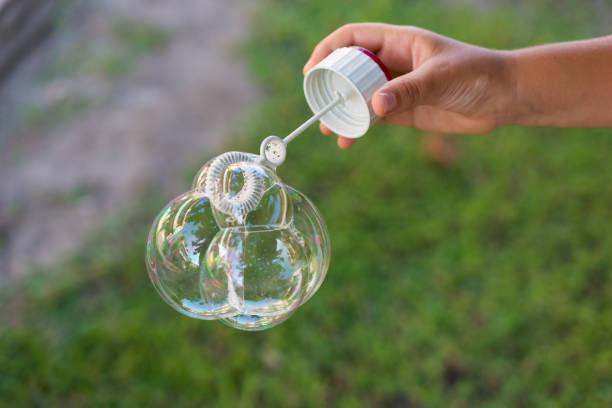 ballon-schaum - nägel glitzer stock-fotos und bilder