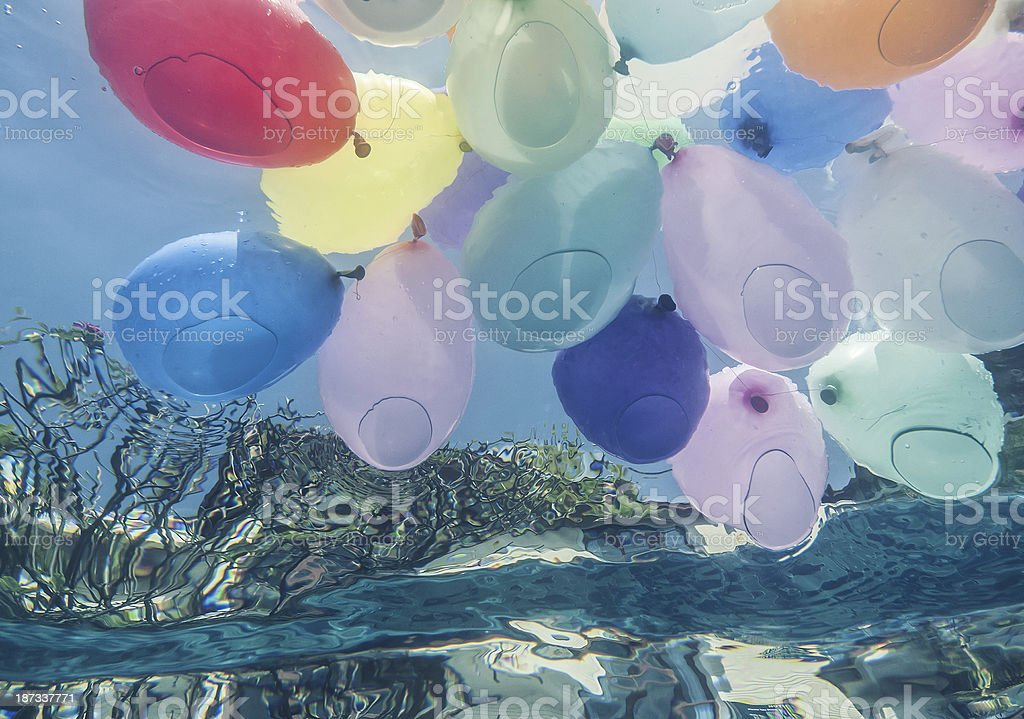 Balões no waterpool - foto de acervo