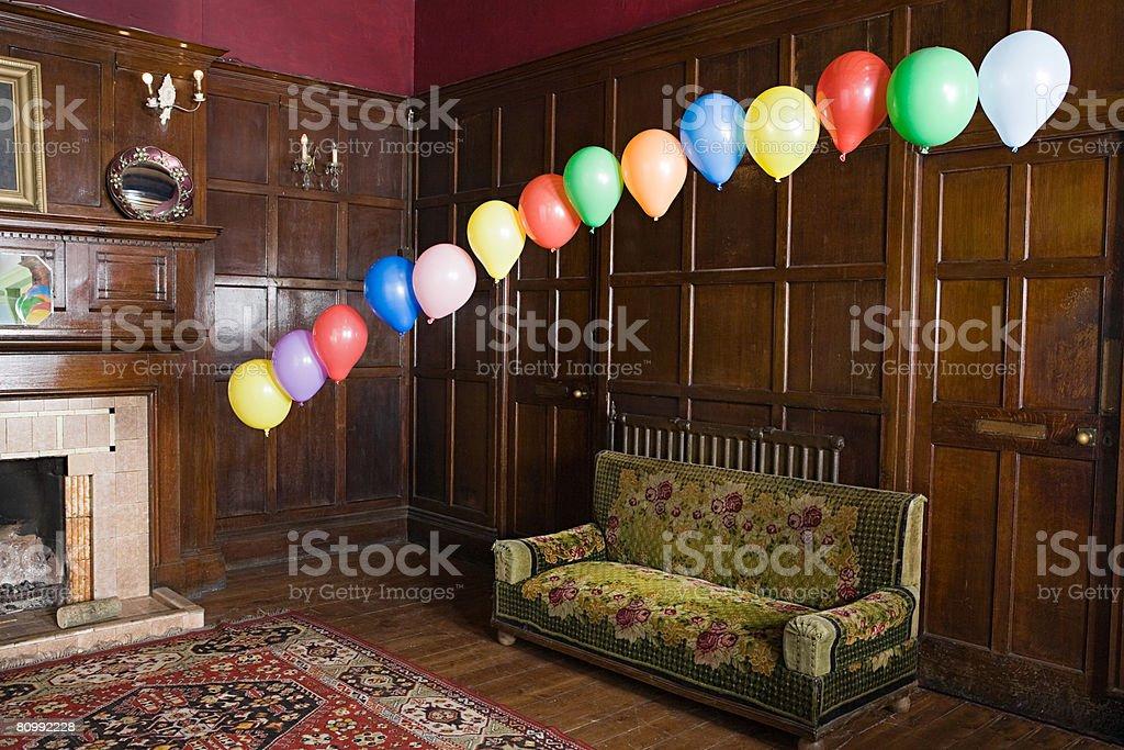 Balloons schwimmende in der lounge Lizenzfreies stock-foto
