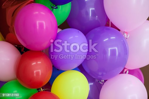 istock balloons of different colors with gifts for the holiday 910813150