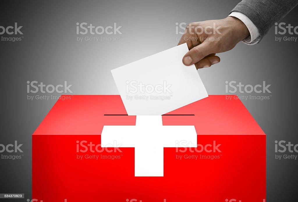 Wahlurne painted in-Flagge Farben-die Schweiz – Foto