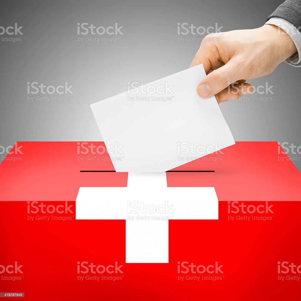 Wahlurne painted in-Flagge – Schweiz – Foto