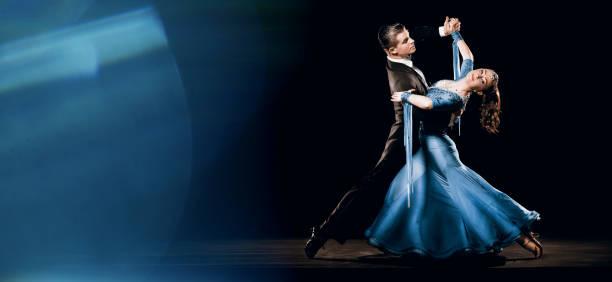 ballroom dancing couple standard waltz oversway background - sala balowa zdjęcia i obrazy z banku zdjęć