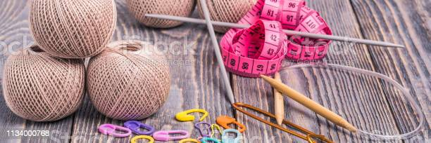 Balls of yarn knitting needles measuring tape and clips on wooden picture id1134000768?b=1&k=6&m=1134000768&s=612x612&h=wcmkrvxibvuo32 fzq9uylmbgnunmk5evqxmodkrg80=
