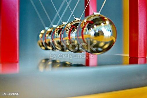 istock 5 Balls Pendulum, Newton's cradle 691383654