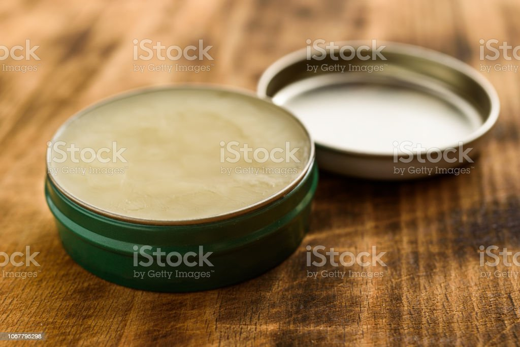 Balm in small steel can - Foto stock royalty-free di Acciaio