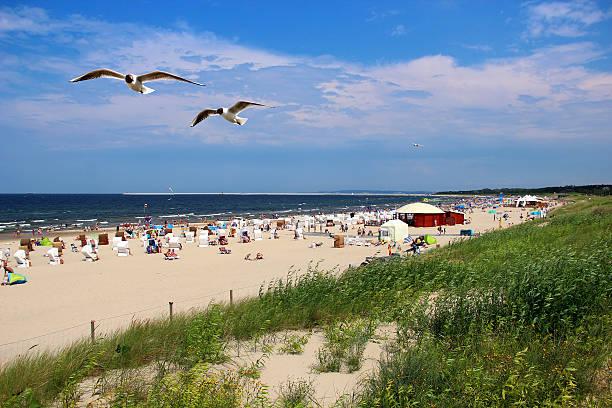 ostsee-strand in swinoujscie, polen - usedom stock-fotos und bilder