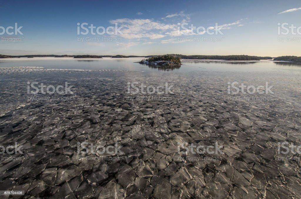 波羅地海。瑞典海岸。與群島的冬天海景。 免版稅 stock photo