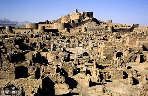 Bam Castle, with an area of 180 thousand square meters, 1815 meters in length, 6-7 meters high walls and 67 walls are surrounded by 67 towers. Inside the walls, there are the marketplace, mosques, squares, military barracks, caravanserais, barns and residence belonging to monarchs.