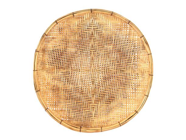 bambus korb handgemachte isolierten auf weißen hintergrund. - puderzuckersieb stock-fotos und bilder
