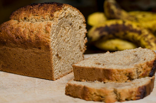 banana bread - gebackene banane stock-fotos und bilder