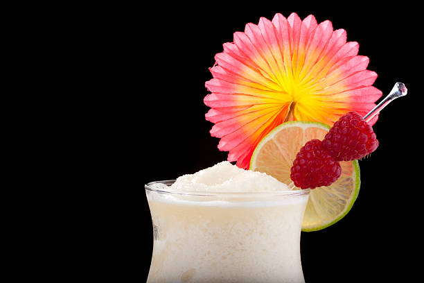 bananen-daiquiri-beliebtesten cocktails series - bananenlikör stock-fotos und bilder