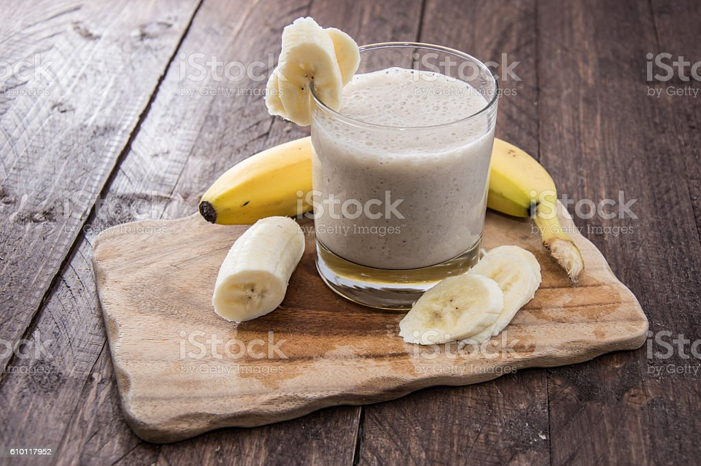 Banana juice on wooden cutting board in the restaurant – zdjęcie