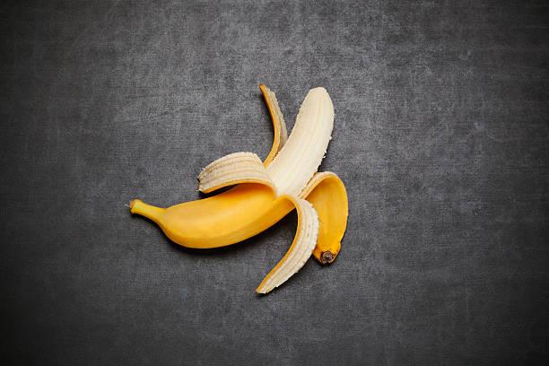 banana on blackboard - negras maduras fotografías e imágenes de stock