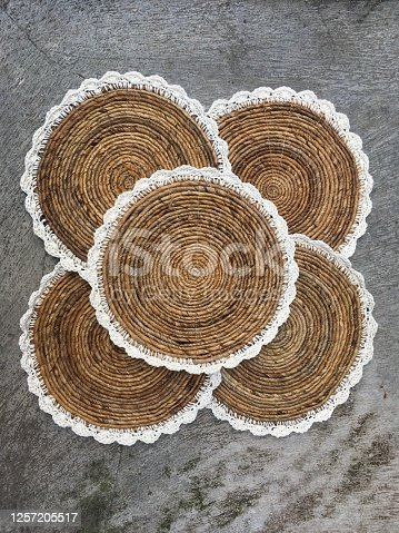 Banana tree rope placemate with white lace