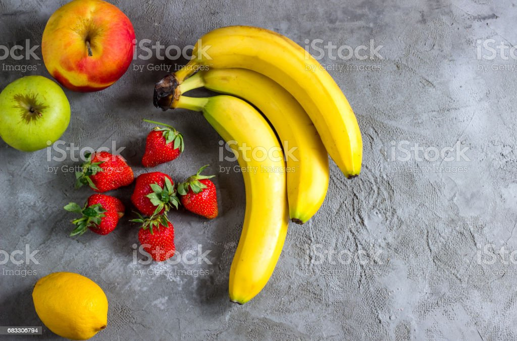 Bananas, apples, lemon and strawberries foto stock royalty-free